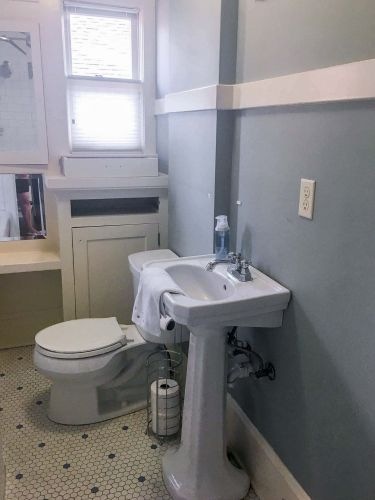 Classic-Small-Bathroom-Before-1
